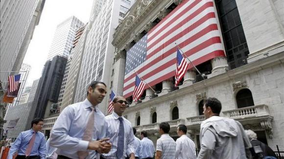 Desempleo en Estados Unidos baja 3,5 % al crearse 136.000 nuevos trabajos