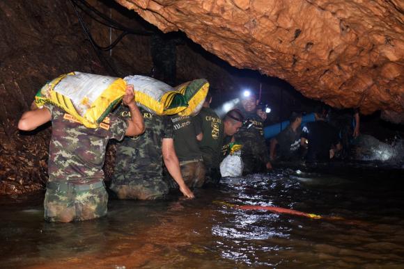 Revelan peligros en rescate de niños atrapados en la cueva de Tailandia