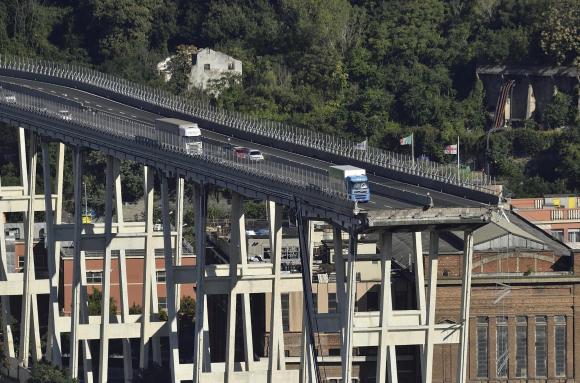 Suben a 43 los muertos por caída de viaducto en Génova