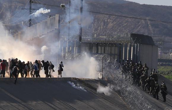 Cierran frontera Tijuana - San Diego por migrantes