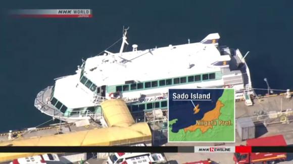 Ferry choca contra animal marino; resultan heridos 80 pasajeros