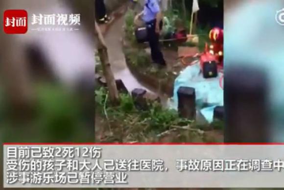 Se desploma el 'tobogán más largo del mundo'; hay 2 muertos