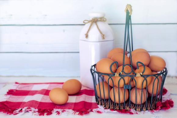 Apostó comer 50 huevos uno tras otro y murió