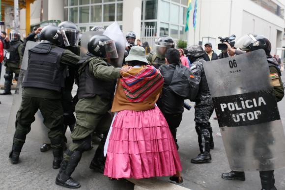 Forenses investigan las nueve muertes en disturbios en Bolivia