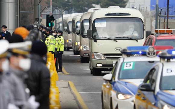 Cierran frontera con China o empieza huelga: Médicos de Hong Kong